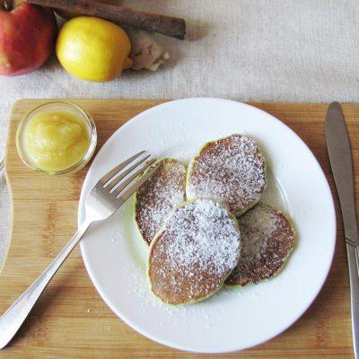 Сладкие кабачковые оладьи с яблочным соусом - рецепт с фото