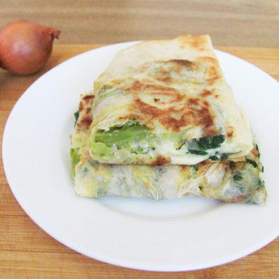 Рулет из лаваша с брокколи и шпинатом - рецепт с фото