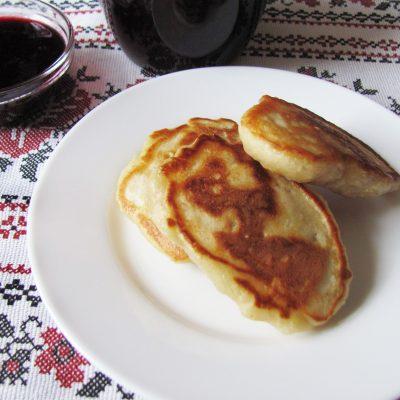 Пышные оладьи без яиц с яблочным припеком - рецепт с фото