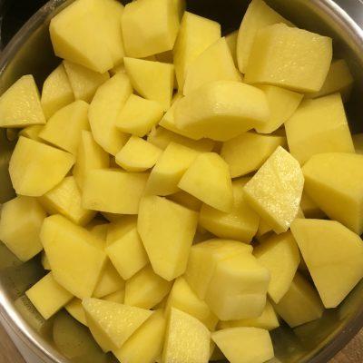 Фото рецепта - Тушеная картошка со свининой - шаг 6