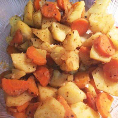 Печеный картофель на гарнир к мясу - рецепт с фото