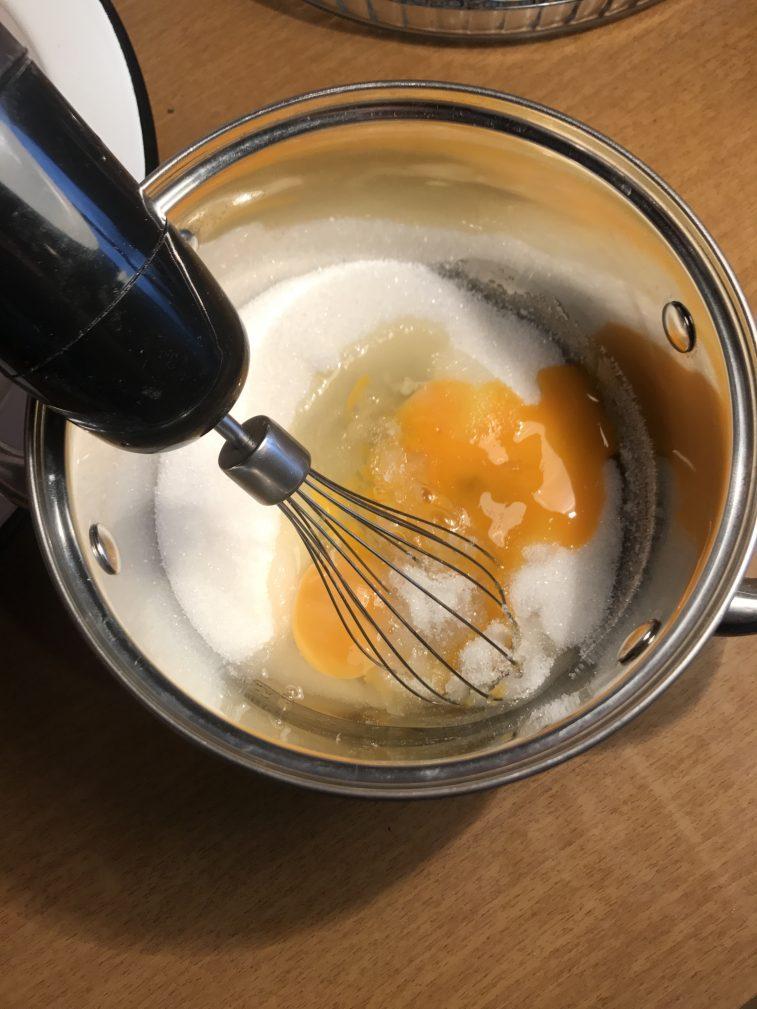 Фото рецепта - Кексы с грушей - шаг 3