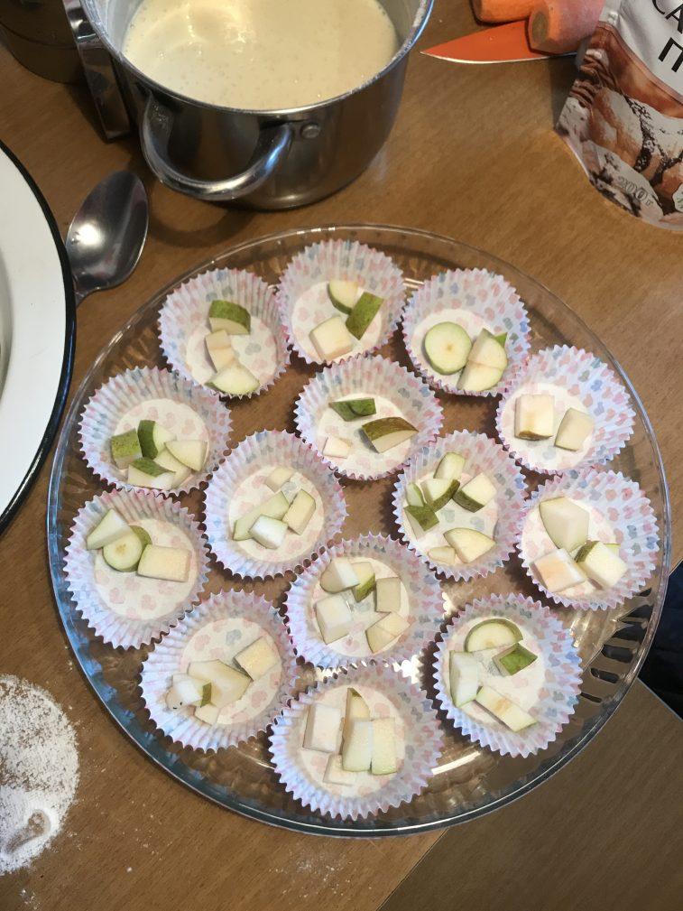 Фото рецепта - Кексы с грушей - шаг 2