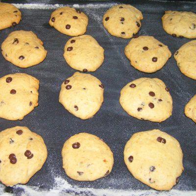 Печенье с шоколадными дропсами - рецепт с фото