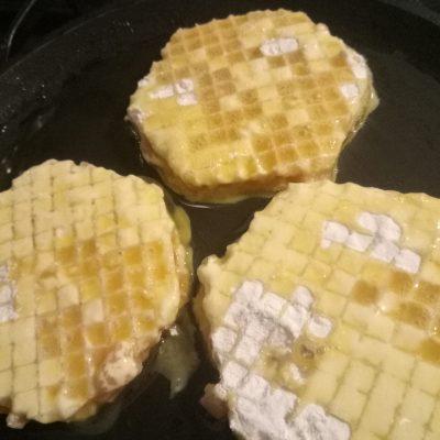 Фото рецепта - Крокодильчики из вафельных коржей с фаршем - шаг 2