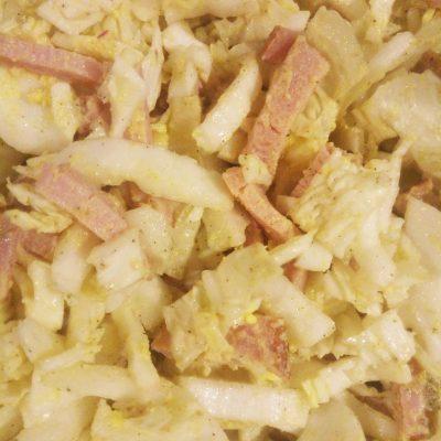Салат с пекинской капустой и копченым мясом - рецепт с фото
