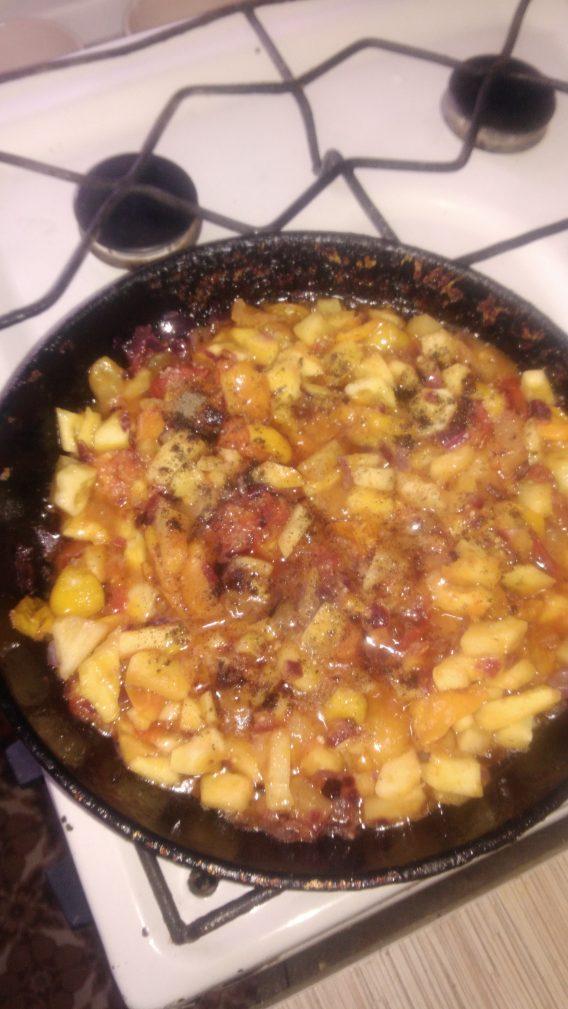 Фото рецепта - Теплый овощной салат «Осенний привет» - шаг 4