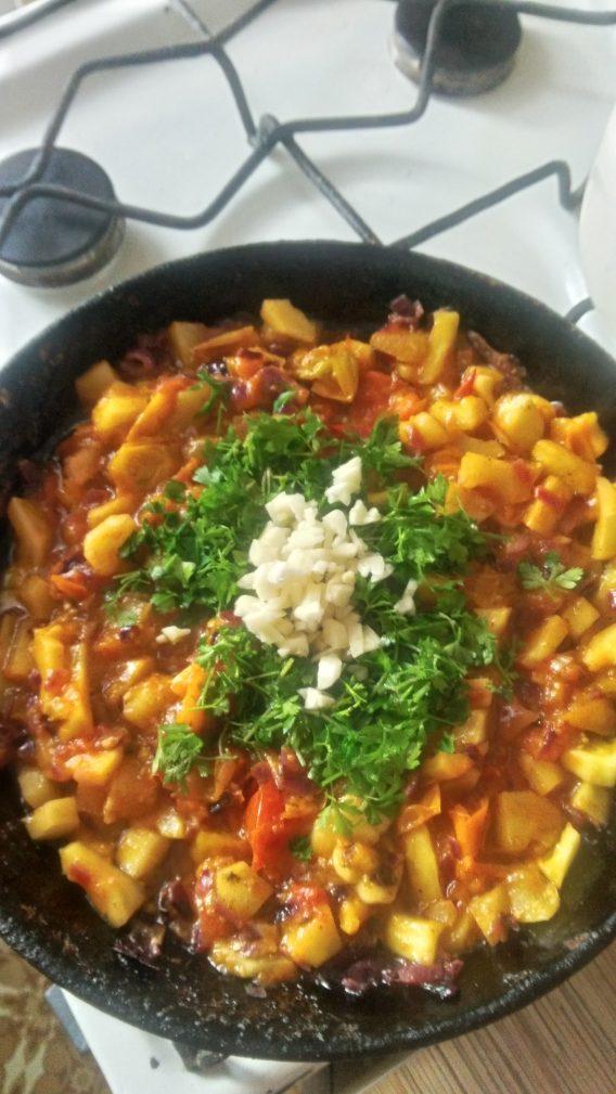 Фото рецепта - Теплый овощной салат «Осенний привет» - шаг 5