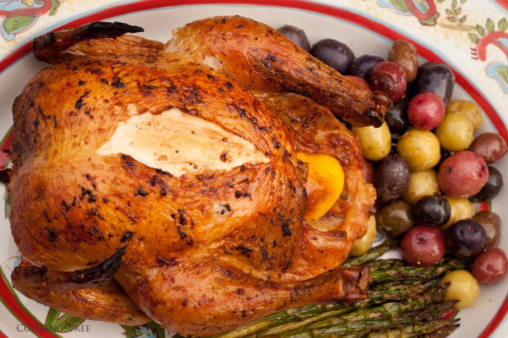 Ароматная тушка курицы, запеченная в духовке