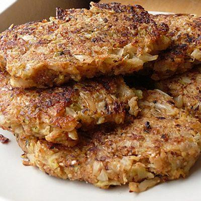 Cочные мясные котлеты с капустой - рецепт с фото