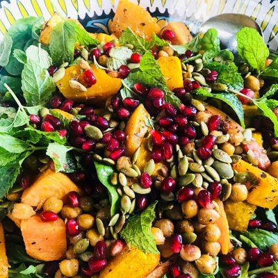 Диетический салат из тыквы, нута и граната - рецепт с фото