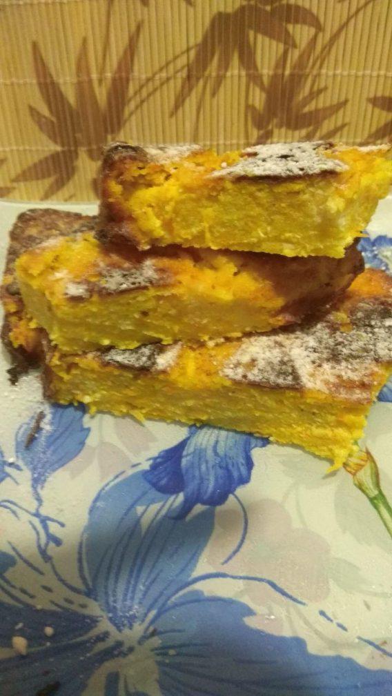 Фото рецепта - Творожная запеканка с яблоком, морковью, куркумой и корицей - шаг 6