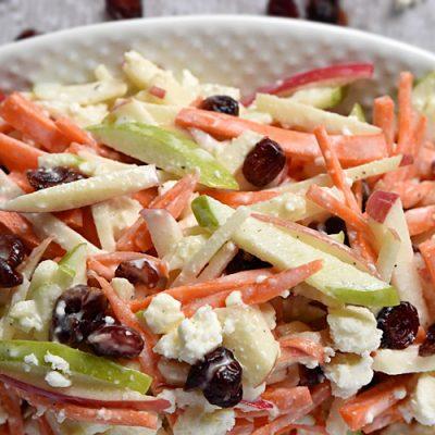 Салат из моркови с яблоком и сыром - рецепт с фото