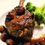 Жаренный стейк из телятины с брокколи на пару
