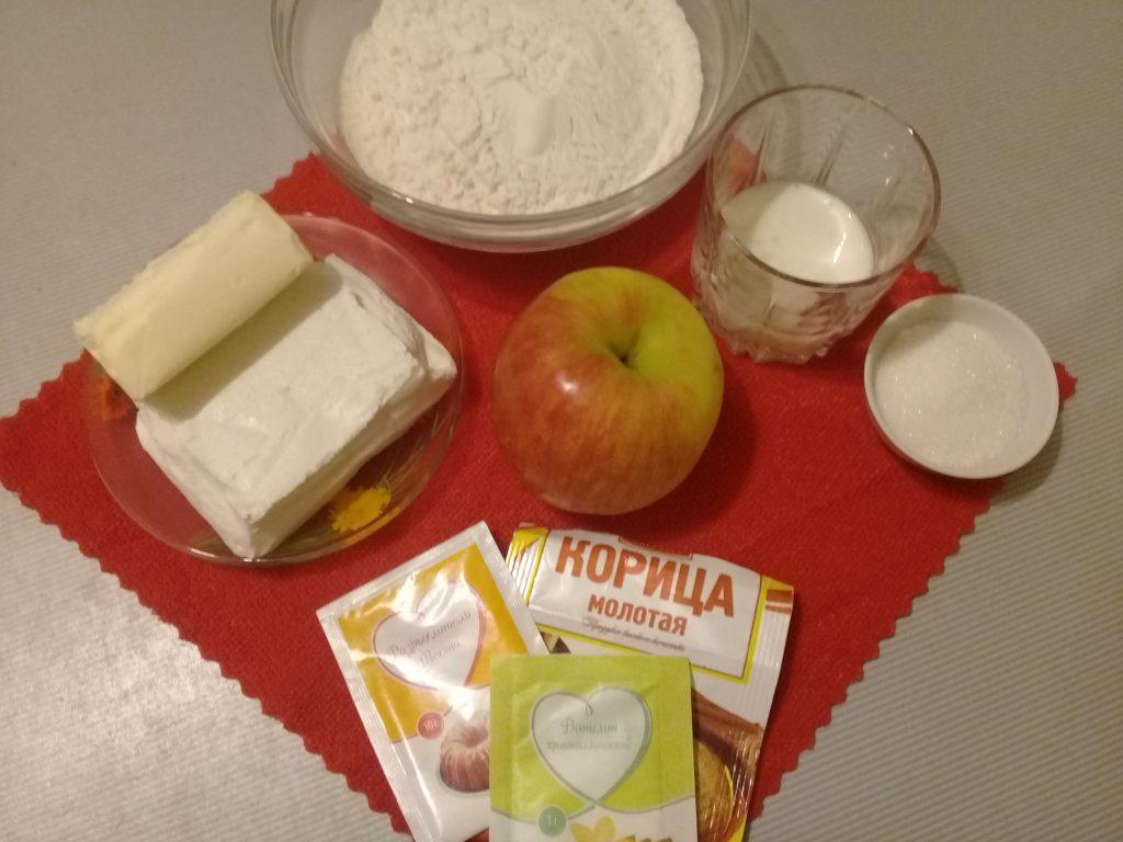 Фото рецепта - Творожно-яблочные мини-рогалики - шаг 1