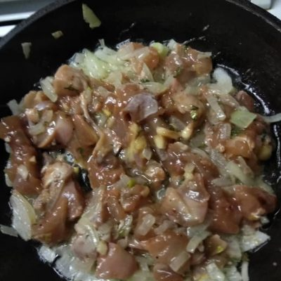 Фото рецепта - Курица с картошкой по-деревенски - шаг 2