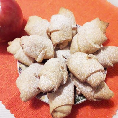 Творожно-яблочные мини-рогалики - рецепт с фото