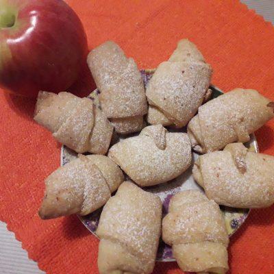Фото рецепта - Творожно-яблочные мини-рогалики - шаг 9
