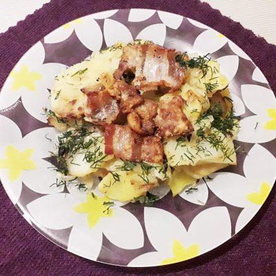 Жаренная картошка с беконом - рецепт с фото