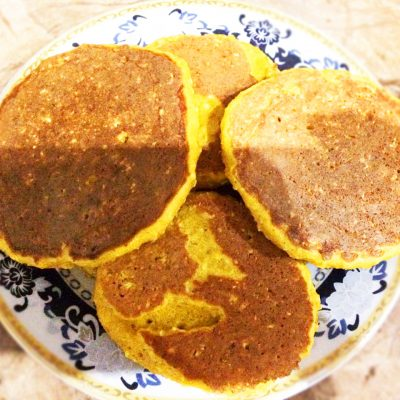 Солнышко на тарелке — тыквенные оладушки с овсянкой - рецепт с фото