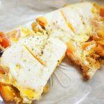 Яичница с помидорами и луком на завтрак