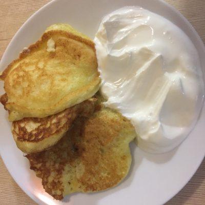 Фото рецепта - Оладьи с творогом и цедрой апельсина - шаг 5