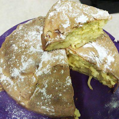 Заливной воздушный яблочный пирог - рецепт с фото
