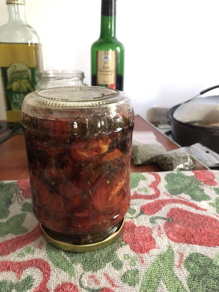 Фото рецепта - Вяленые помидоры и болгарский перец в оливковом масле - шаг 7