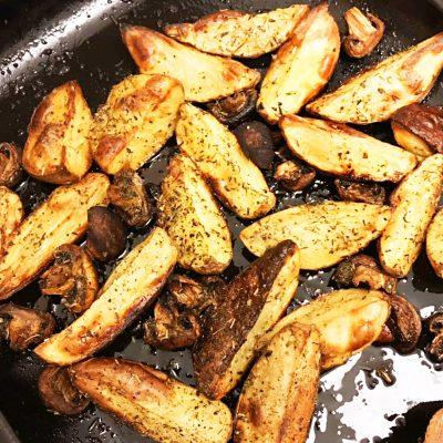 Картошка в мундире и грибы, запеченные в травах - рецепт с фото
