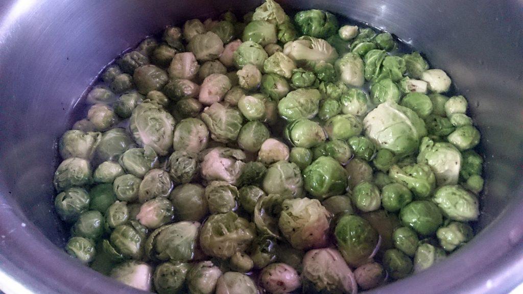 Фото рецепта - Овощной гарнир — запеченная брюссельская капуста - шаг 2