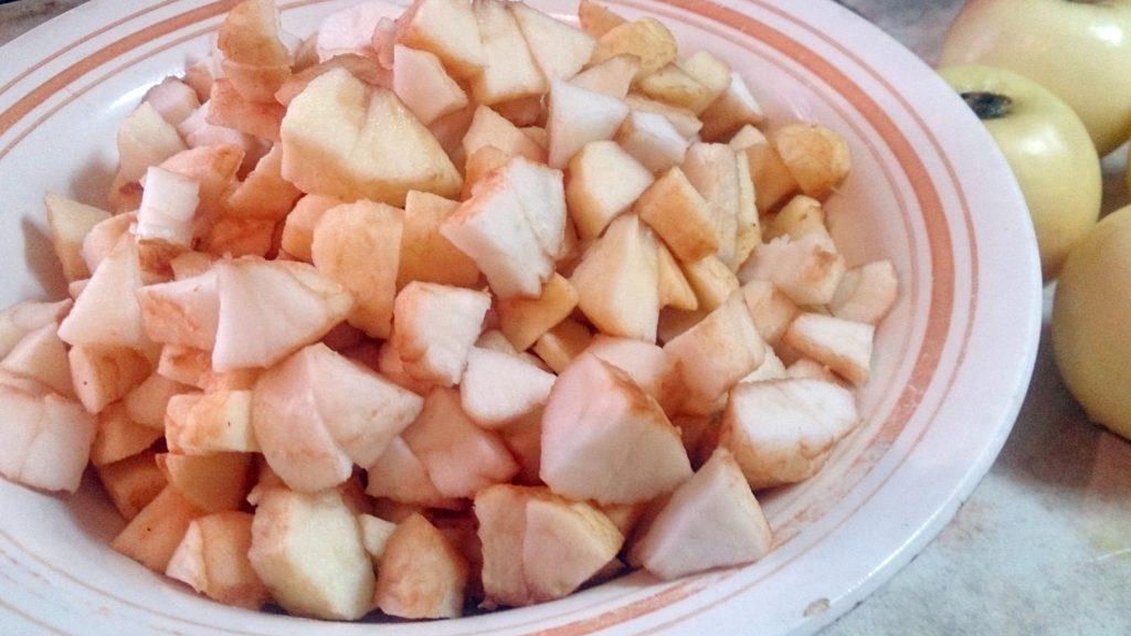 Фото рецепта - Дрожжевой пирог «Яблочные рожки» - шаг 6