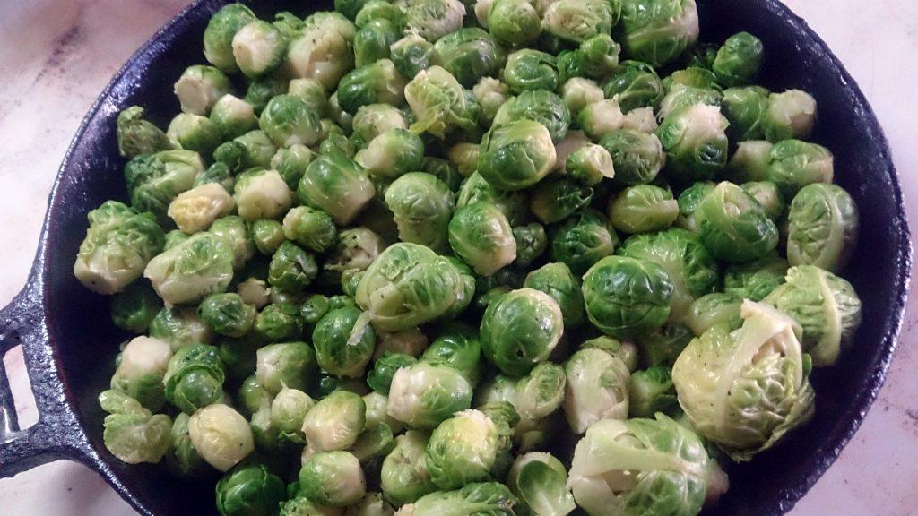 Фото рецепта - Овощной гарнир — запеченная брюссельская капуста - шаг 4