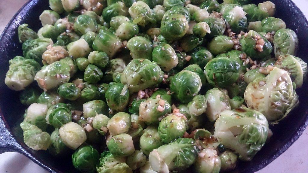 Фото рецепта - Овощной гарнир — запеченная брюссельская капуста - шаг 5