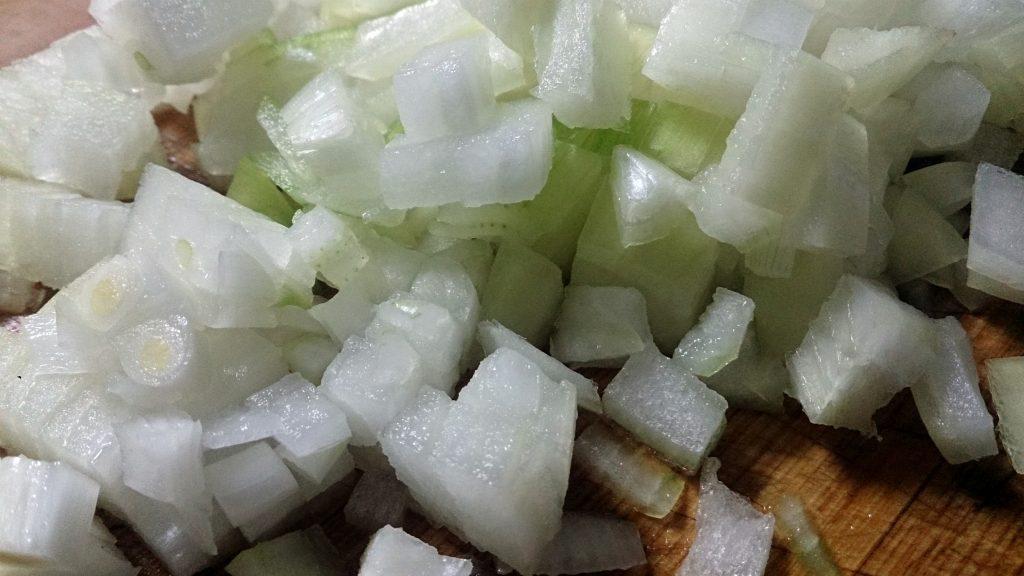 Фото рецепта - Гарнир из тушеной капусты с перловкой - шаг 3