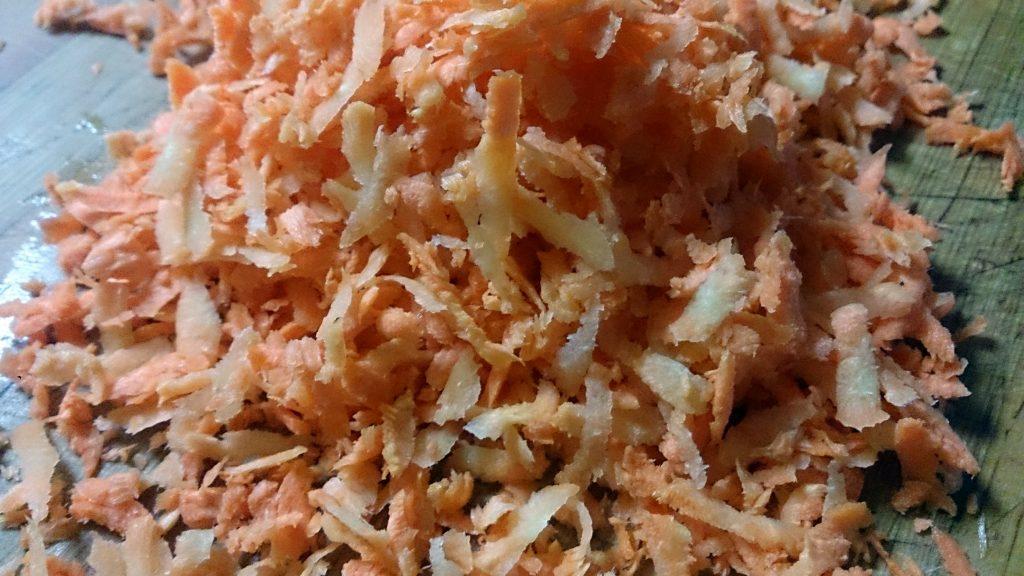 Фото рецепта - Гарнир из тушеной капусты с перловкой - шаг 4