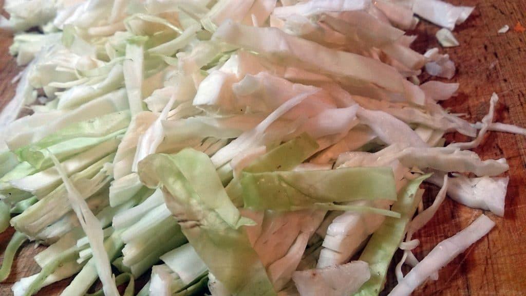 Фото рецепта - Гарнир из тушеной капусты с перловкой - шаг 9