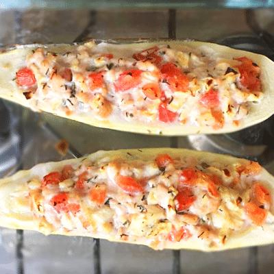 «Лодочки» — фаршированные кабачки с курицей и томатами - рецепт с фото