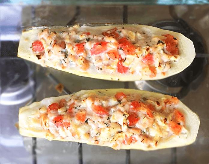 «Лодочки» — фаршированные кабачки с курицей и томатами