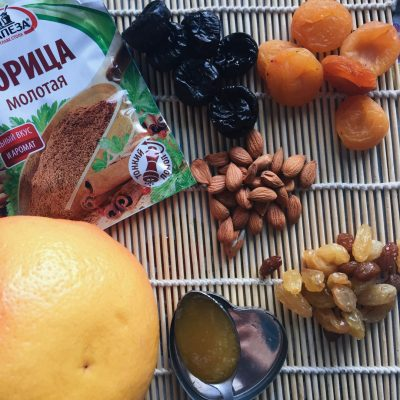 Фото рецепта - Запеченный с сухофруктами и орехами грейпфрут - шаг 1