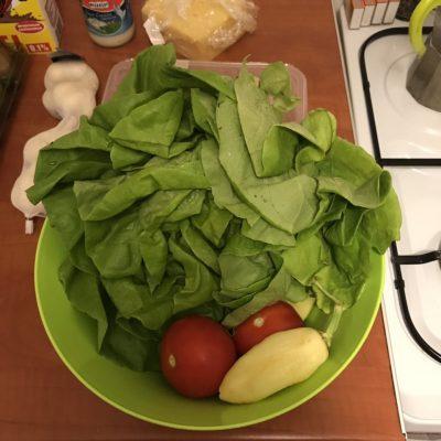 Фото рецепта - Диетическая закуска-салат с помидорами и курицей - шаг 1