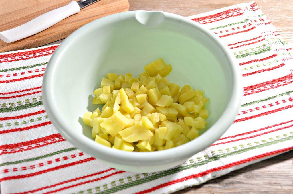 Фото рецепта - Винегрет с квашеной капустой и зеленым горошком - шаг 1