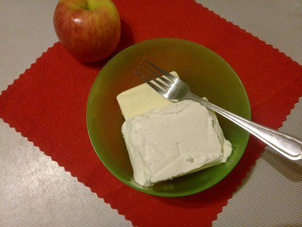 Фото рецепта - Творожно-яблочные мини-рогалики - шаг 2
