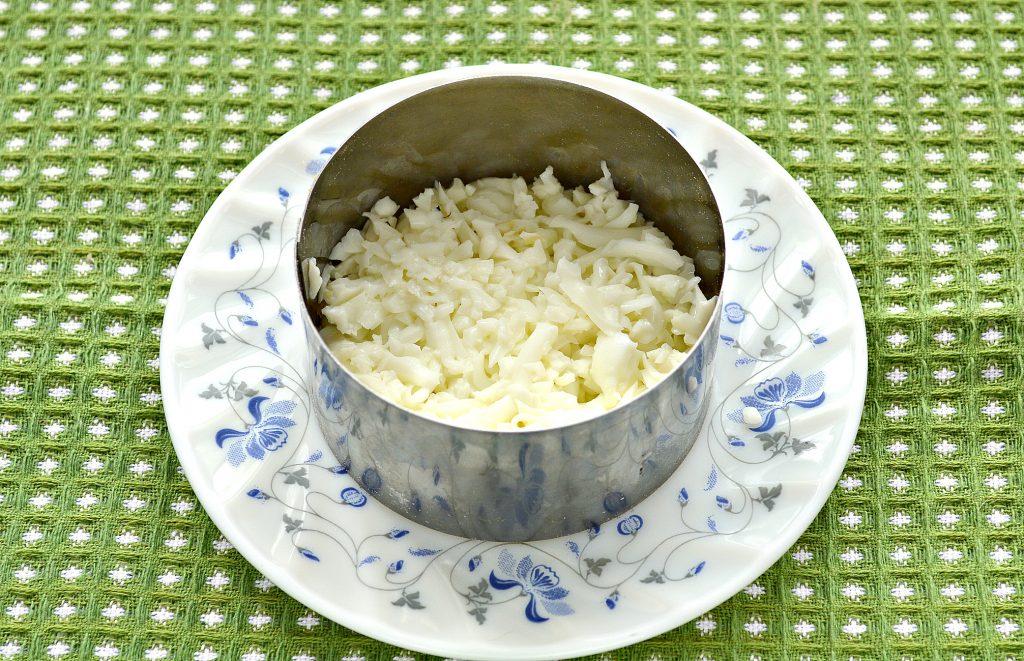 Фото рецепта - Слоеный салат с крабовыми палочками, сыром и яблоками - шаг 1