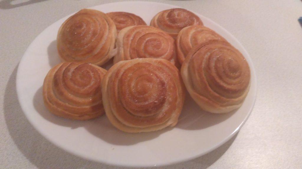 Фото рецепта - Сдобные булочки с сахаром — «Розочка» - шаг 6