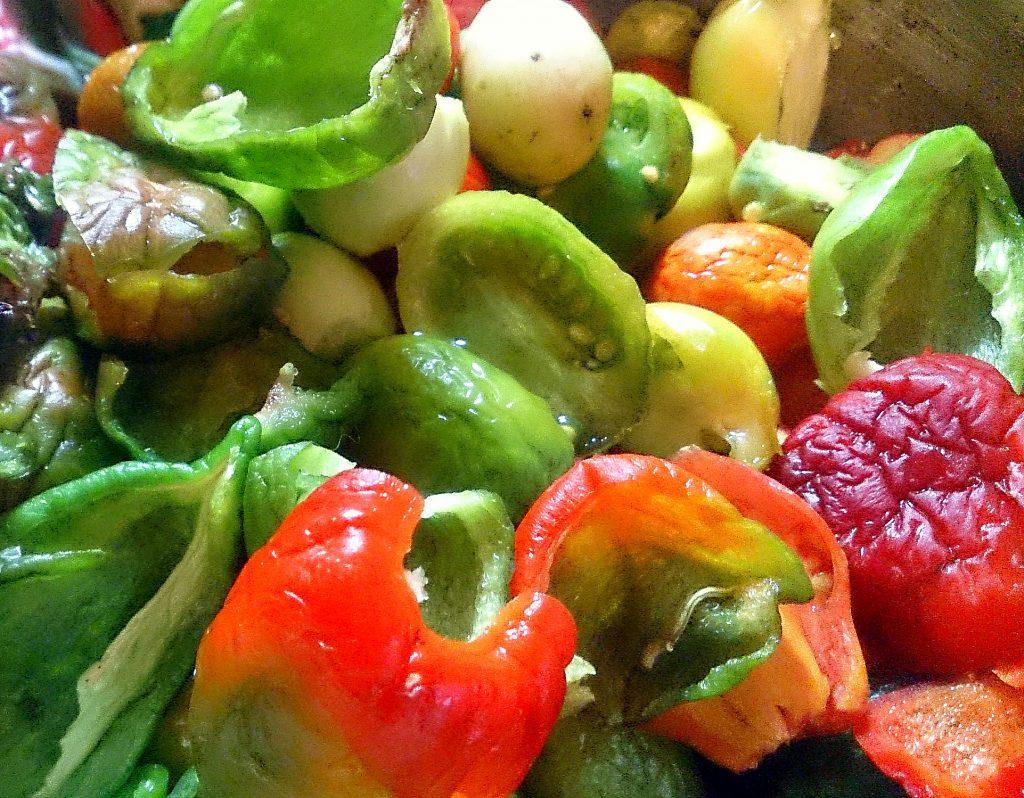 Фото рецепта - Икра из зеленых помидоров и перца на зиму - шаг 2