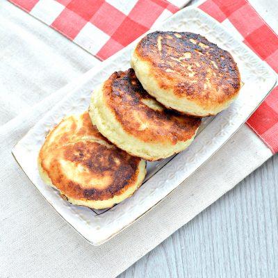 Сырники из творога с разрыхлителем на сковороде - рецепт с фото