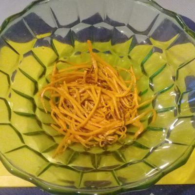 Фото рецепта - Крабовый салат с рисом и кукурузой - шаг 2