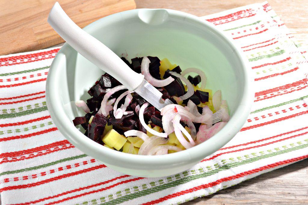 Фото рецепта - Винегрет с квашеной капустой и зеленым горошком - шаг 2