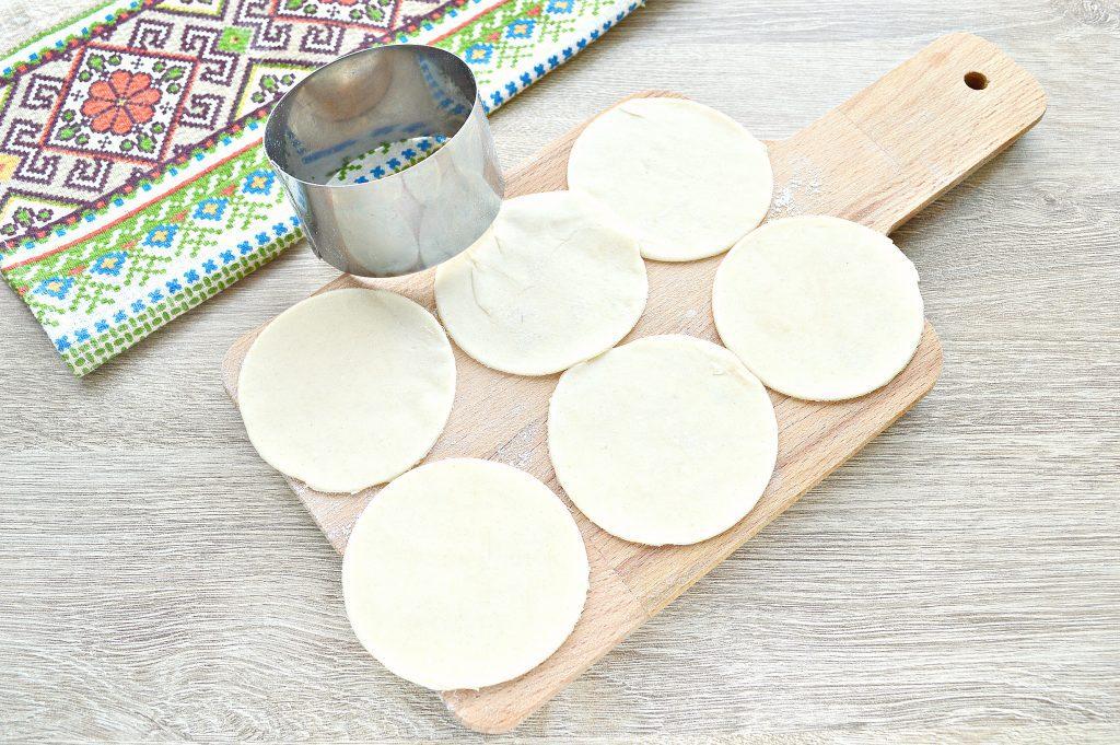 Фото рецепта - Вкусные вареники с творогом - шаг 2