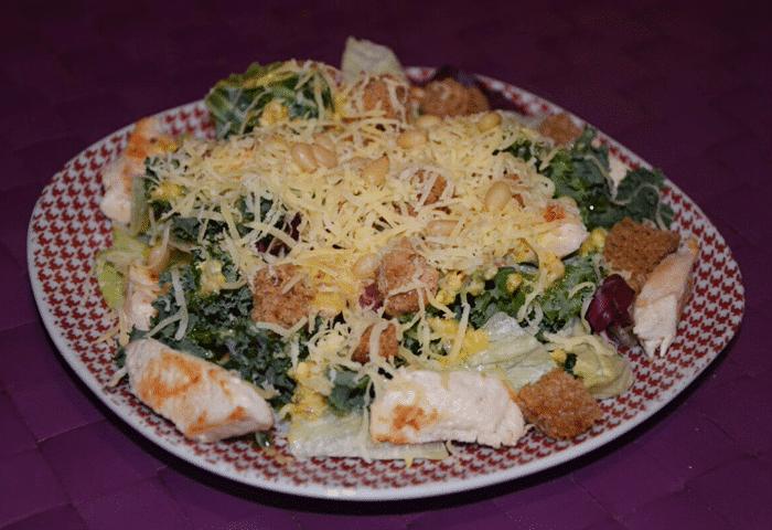Фото рецепта - Салат с куриной грудкой «Цезарь» по-новому - шаг 4